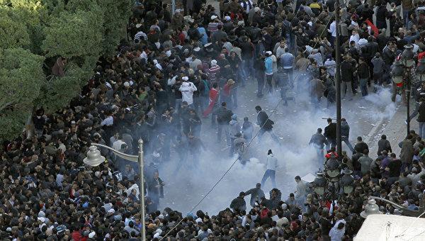 Столкновение во время акции протеста в Тунисе. Архивное фото