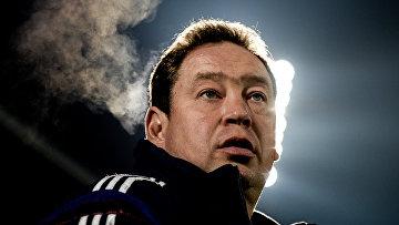 Главный тренер сборной России Леонид Слуцкий. Архивное фото
