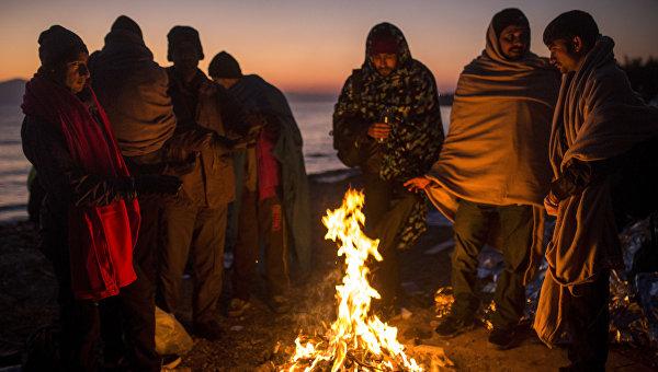 Мигранты греются у костра. Архивное фото