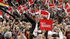 Лидер Испанской социалистической рабочей партии Педро Санчес во время предвыборных мероприятий