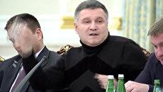 Аваков бросил в Саакашвили стакан с водой. Кадры инцидента