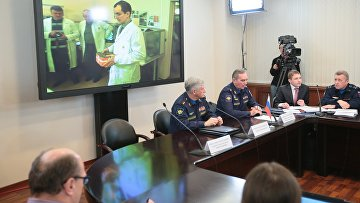 Брифинг представителей министерства обороны России в связи с началом процедуры считывания и дешифрации информации бортовых средств объективного контроля самолета Су-24М, сбитого 24 ноября 2015 года в небе Сирии истребителем ВВС Турции
