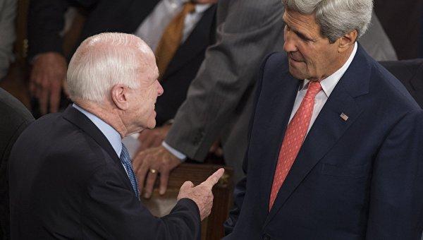 Американский сенатор Джон Маккейн и госсекретарь США Джон Керри. Архивное фото