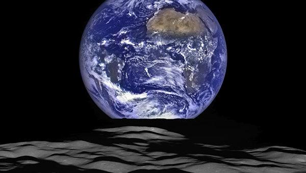 Земля на фоне лунного горизонта, кадр Lunar Reconnaissance Orbiter