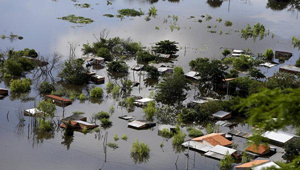 Затопленные дома в Парагвае в результате разлива рек. 20 декабря 2015