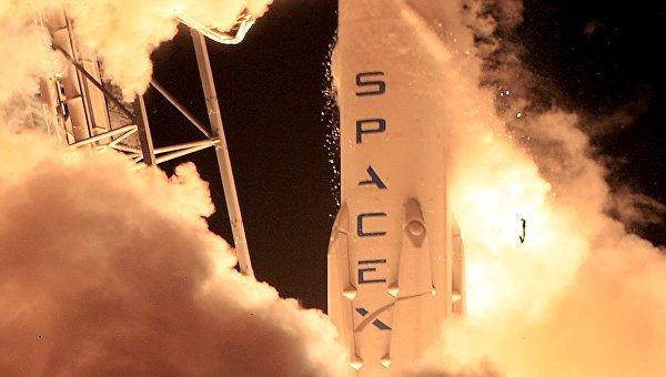 Старт американской ракеты Falcon 9 на космодроме на мысе Канаверал