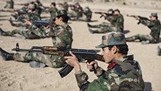 Курсанты женской военной Академии в Дамаске на занятиях по боевой подготовке