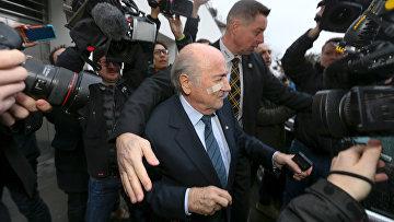Восьмой президент ФИФА Йозеф Блаттер прибывает на пресс0-конференцию в Цюрихе. 21 декабря 2015