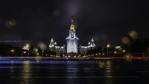 Главное здание Московского государственного университета (МГУ) на Воробьевых горах в Москве. Архивное фото
