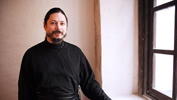 Участник музыкального проекта Голос иеромонах Фотий, архивное фото