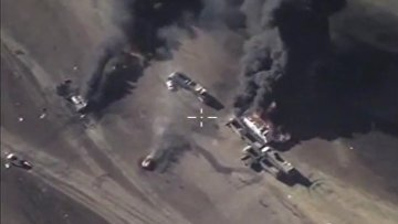 ВКС РФ уничтожили технику ИГ, перевозящую нефтепродукты. ВИДЕО
