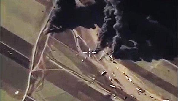 Уничтожение на территории Сирии ВКС России объектов по добыче и переработке нефти террористов ИГ (ДАИШ). Архивное фото