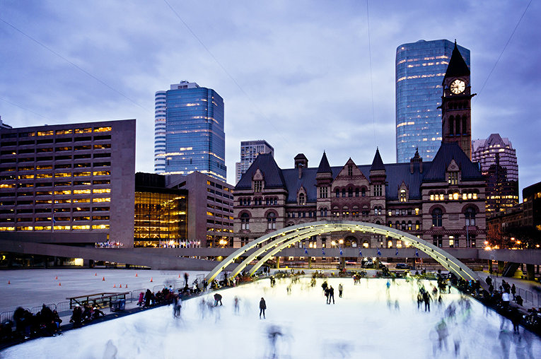 Каток на площади Натана Филипса, Торонто, Канада