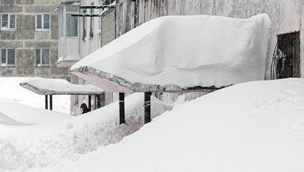 Снег на крыше. Архивное фото