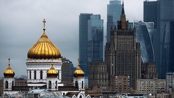 Храм Христа Спасителя, здание МИД РФ и Московский международный деловой центр Москва-Сити в Москве. Архивное фото