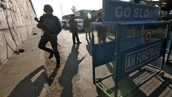 Сотрудники службы безопасности Индии на авиабазе в Патханкоте в Пенджабе. Архивное фото