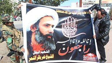 Баннер с изображением казненного шиитского проповедника Нимра ан-Нимра, Ирак, Багдад. Архивное фото