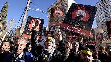 Протесты в Тегеране у посольства Саудовской Аравии в Иране, 3 января 2016. Архивное фото