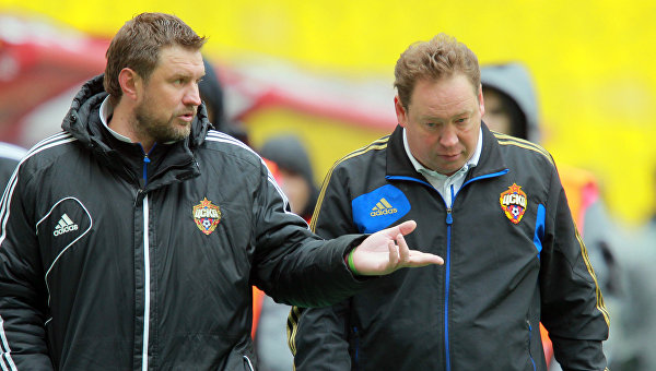 Тренер Сергей Шустиков (слева). Архивное фото