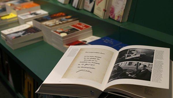 Переиздание Майн кампф Гитлера поступило в продажу в Германии. Архивное фото