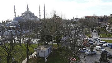 Полиция возле площади Султанахмет, где прогремел взрыв. Стамбул, Турия