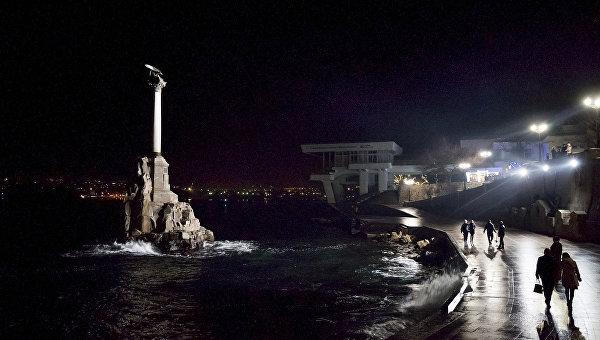 Памятник затопленным кораблям. Севастополь, Крым. Архивное фото
