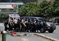 Индонезийские полицейские на месте взрыва в Джакарте, 14 января 2016