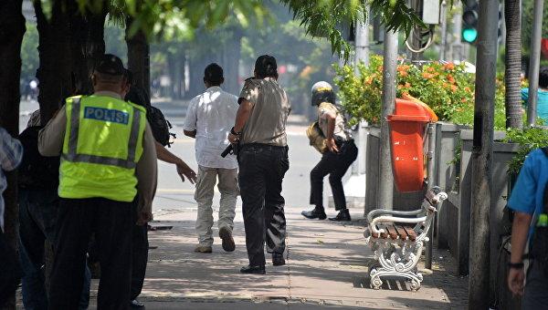 Индонезийские полицейские в Джакарте. 14 января 2016