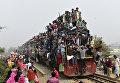 Переполненный поезд с мусульманами после участия в молитве в Тонги, Бангладеш