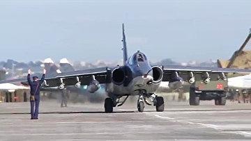Боевые вылеты самолетов Су-25 ВКС России с авиабазы Хмеймим в сопровождении сирийских самолетов МиГ-29. Архивное фото