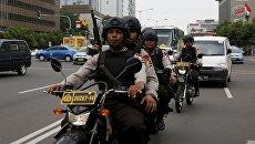 Полиция Индонезии на улице Джакарты