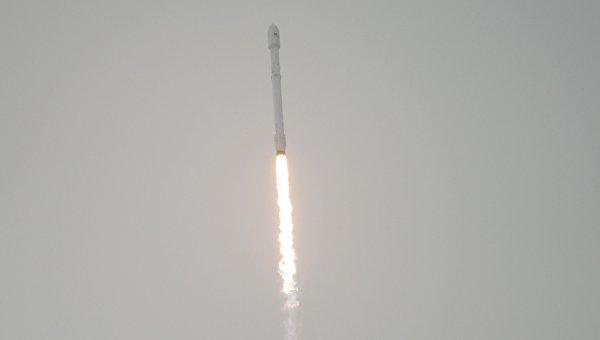 Старт ракеты Falcon 9 с погодным спутником Jason 3. Архивное фото