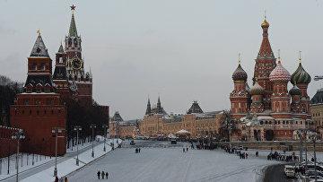 Васильевский спуск и Красная площадь в Москве. Архив