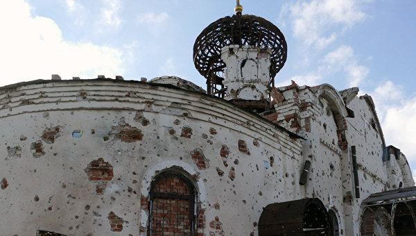 Разрушенный в результате обстрелов православный храм. Архивное фото