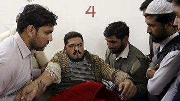 Пострадавший во время нападения боевиков на университет Бача Хан, Пакистан