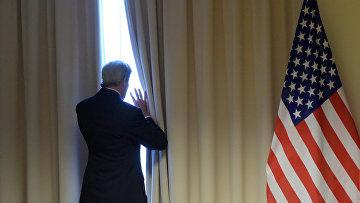 Государственный секретарь США Джон Керри перед встречей с министром иностранных дел РФ Сергеем Лавровым в Цюрихе. Архивное фото