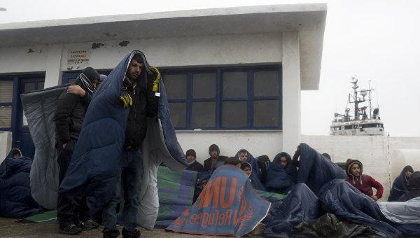 Прибывшие мигранты на греческом острове Инуссес