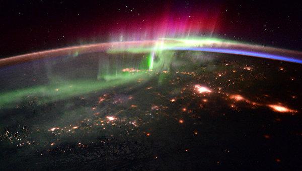 Полярное сияние на Земле снятое с Международной космической станции 20 января 2016 года. Архивное фото