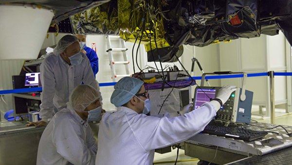 Инженеры ЕКА устанавливают резервную версию FREND на зонд TGO