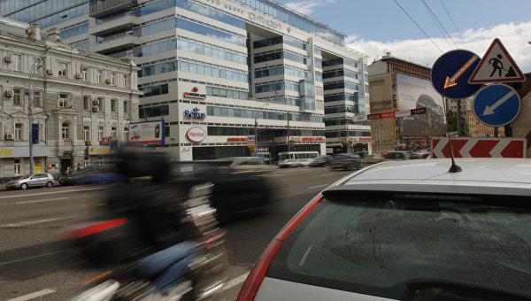 Движение транспорта в Москве. Архивное фото