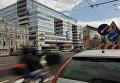 Движение транспорта на улице Земляной вал в Москве. Архивное фото