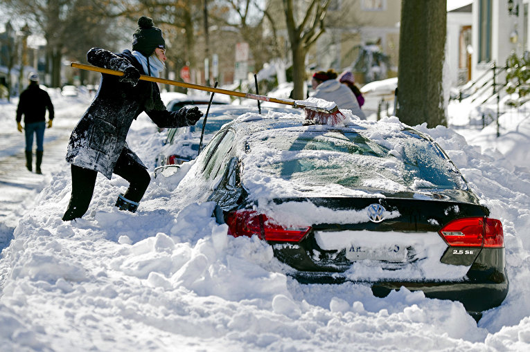 Последствия снегопада в штате Вирджиния, США. Январь 2016