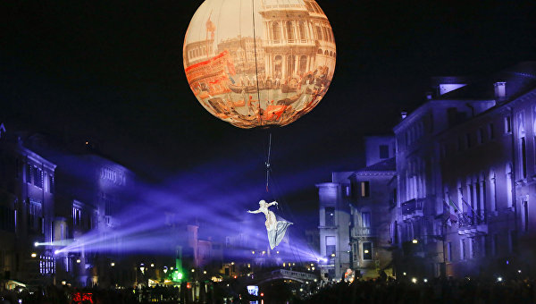 Гранд-шоу открытия карнавала в Венеции