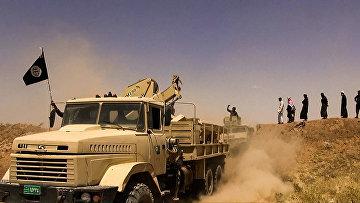 Боевики террористической группировки Исламское государство на границе Сирии и Ирака