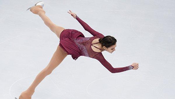 Евгения Медведева выступает в короткой программе женского одиночного катания на чемпионате Европы по фигурному катанию в Братиславе