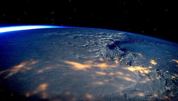 Снежный шторм над восточным побережьем США, снятый с борта МКС. Архивное фото