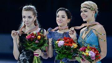 Елена Радионова (Россия) - серебряная медаль, Евгения Медведева (Россия) - золотая медаль, Анна Погорилая (Россия) - бронзовая медаль на чемпионате Европы по фигурному катанию