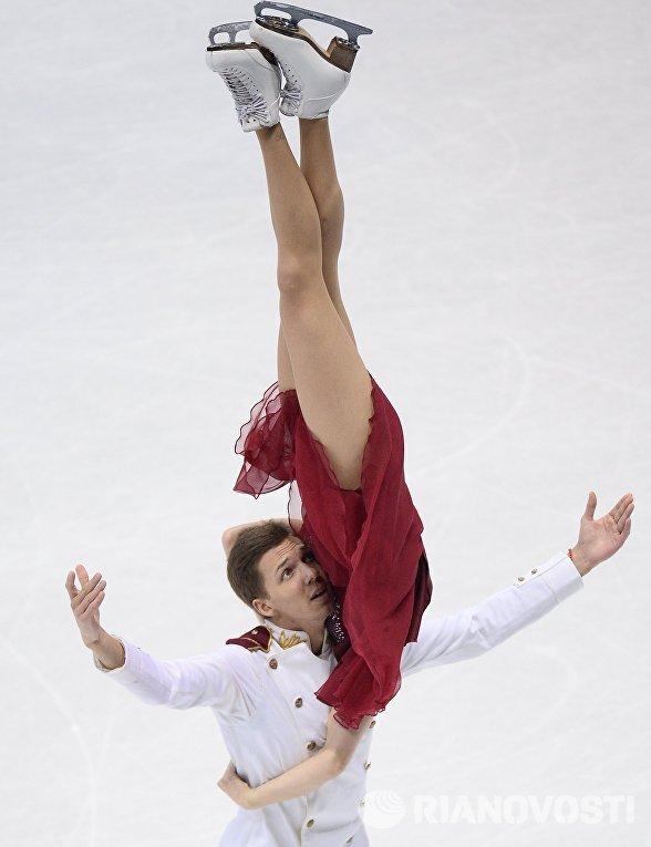 Екатерина Боброва и Дмитрий Соловьев (Россия) выступают в произвольной программе танцев на льду на чемпионате Европы