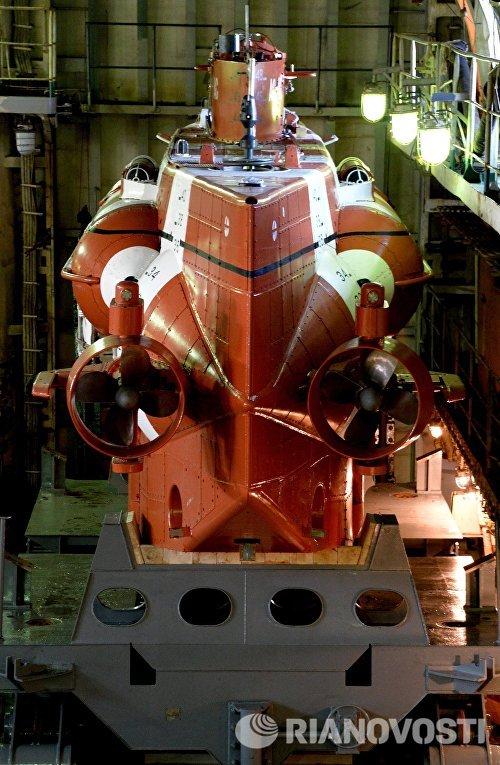 Спасательный глубоководный аппарат АС-40 Бестер-1 доставлен на борт судна Алагез и включен в состав 79-го аварийно-спасательного отряда Тихоокеанского флота