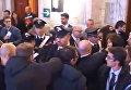 Кадр из видео. Протест во время выступления Джона Керри